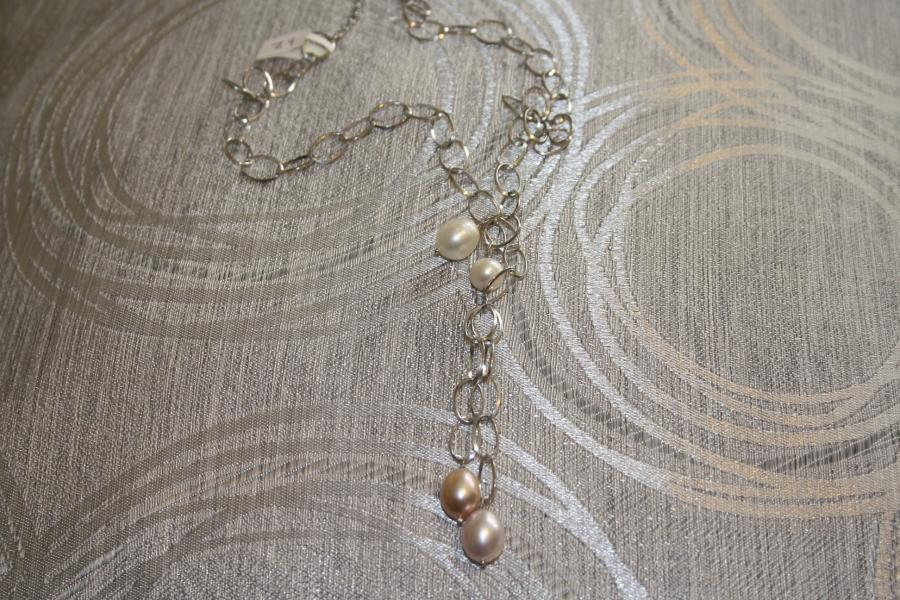 silver-&amp-pearl-necklaces-z9